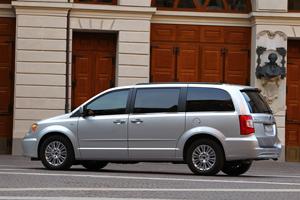 Foto Exteriores_13 Lancia Voyager Monovolumen 2011