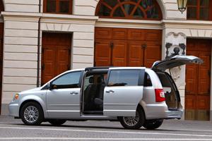 Foto Exteriores_14 Lancia Voyager Monovolumen 2011