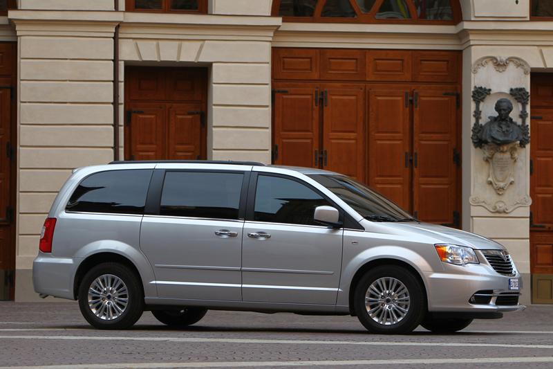 Foto Exteriores_11 Lancia Voyager Monovolumen 2011
