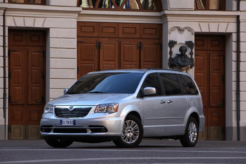 Foto Exteriores_15 Lancia Voyager Monovolumen 2011