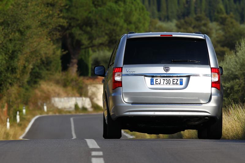 Foto Exteriores_16 Lancia Voyager Monovolumen 2011