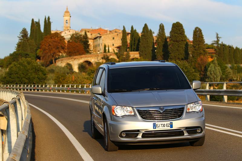 Foto Exteriores_29 Lancia Voyager Monovolumen 2011