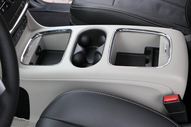 Foto Interiores_04 Lancia Voyager Monovolumen 2011