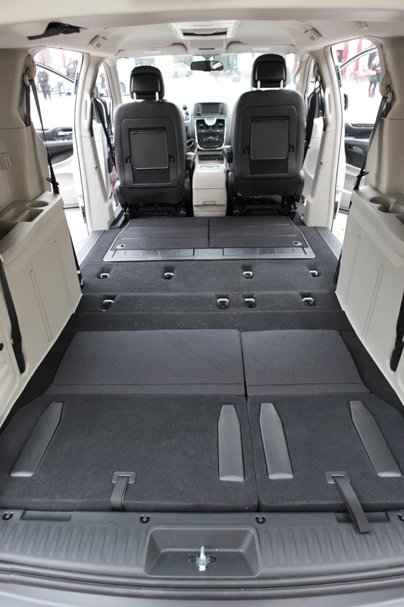 Foto Interiores_06 Lancia Voyager Monovolumen 2011