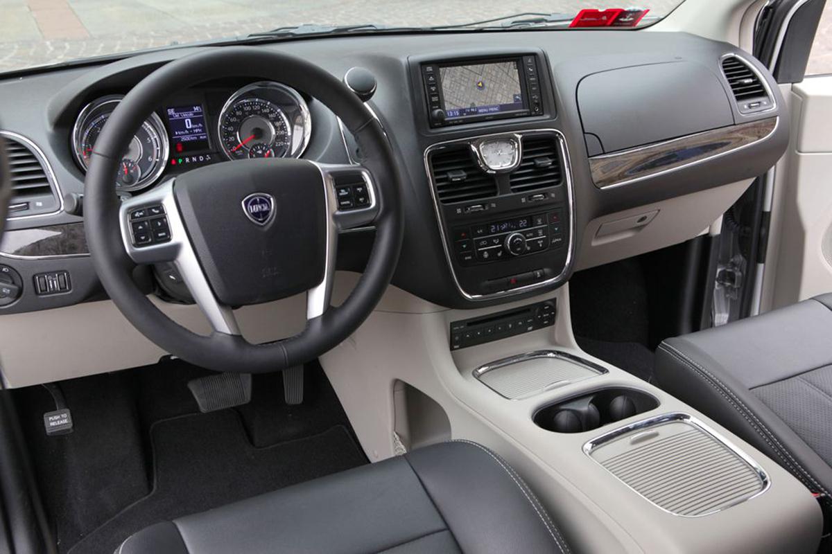 Lancia Voyager 2013