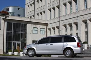 Foto Exteriores (11) Lancia Voyager Monovolumen 2013