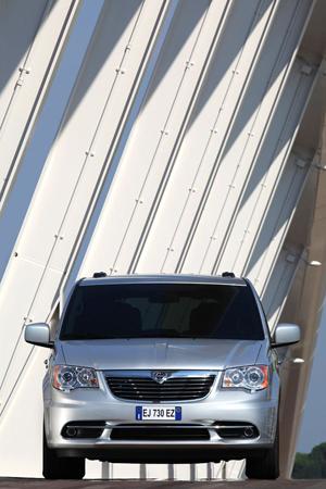 Foto Exteriores (14) Lancia Voyager Monovolumen 2013