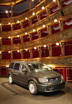 Foto Exteriores (2) Lancia Voyager Monovolumen 2013
