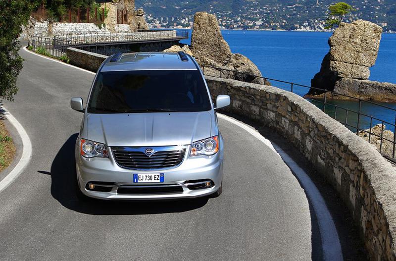 Foto Exteriores (23) Lancia Voyager Monovolumen 2013