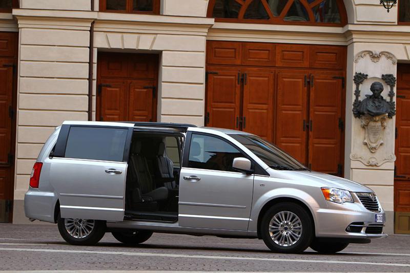 Foto Exteriores Lancia Voyager Monovolumen 2013