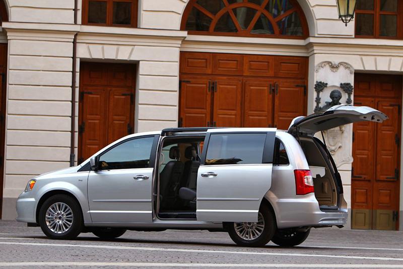 Foto Exteriores (26) Lancia Voyager Monovolumen 2013