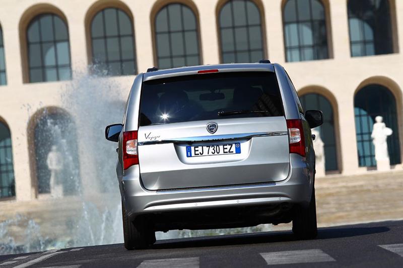 Foto Exteriores (37) Lancia Voyager Monovolumen 2013