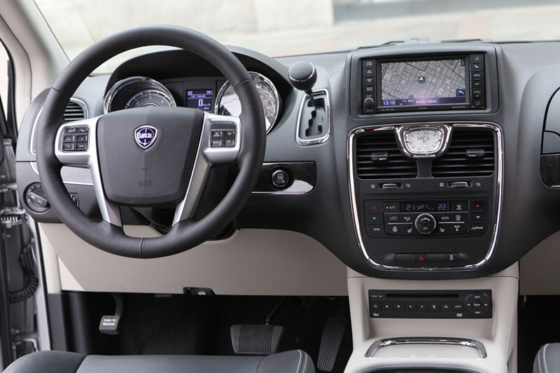 Foto Interiores (2) Lancia Voyager Monovolumen 2013