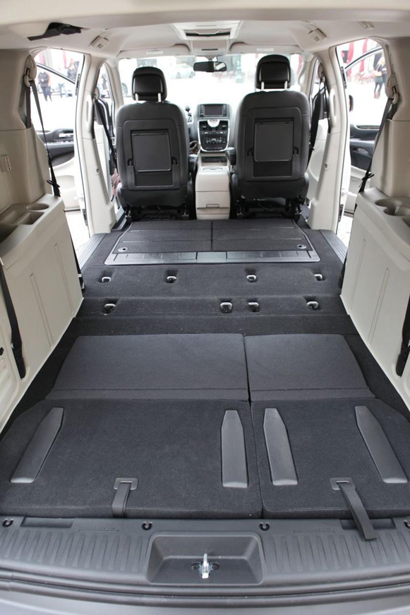 Foto Interiores (7) Lancia Voyager Monovolumen 2013