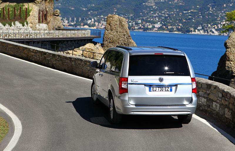 Foto Trasera Lancia Voyager Monovolumen 2013