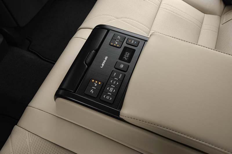 Lexus ES 300h, foto reposabrazos trasero