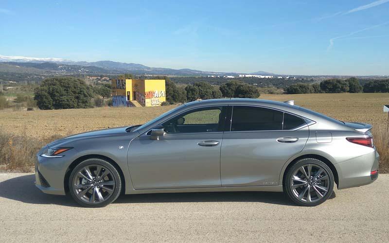 Lexus ES 300h, foto lateral