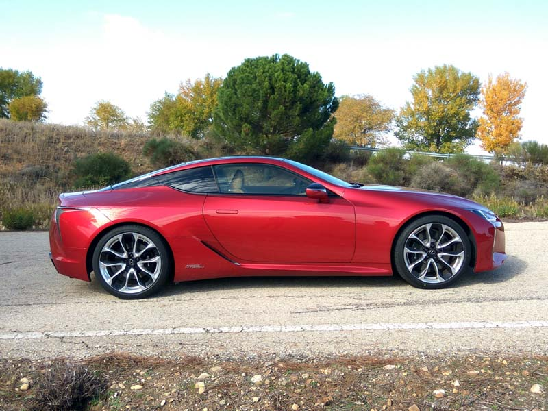 Lexus LC500h, foto lateral