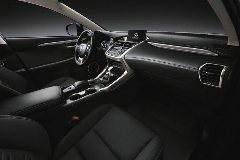 Salpicadero Lexus NX 300h Sport Edition