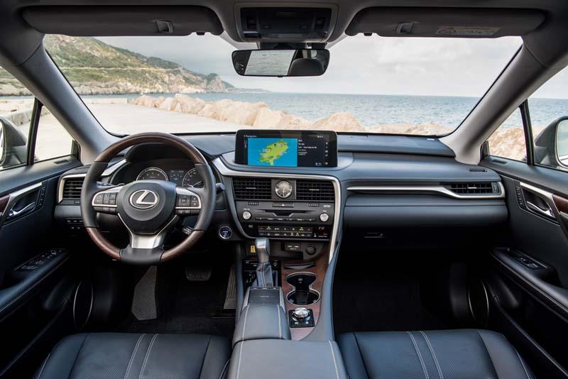 Lexus RX 450h 2020, foto salpicadero