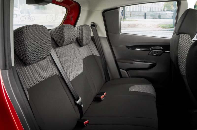 Mahindra KUV100, foto asientos traseros