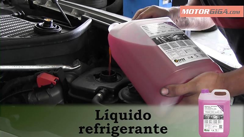 Foto Liquido Mantenimiento Preparacion Viaje
