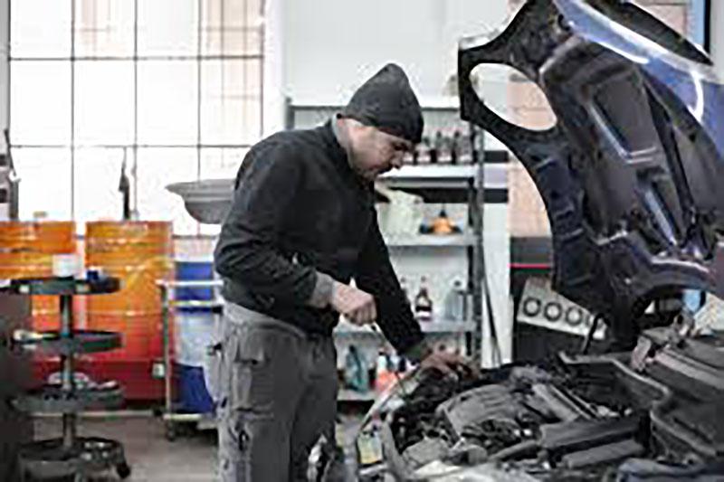 Foto Mirando El Motor Mantenimiento Reparaciones