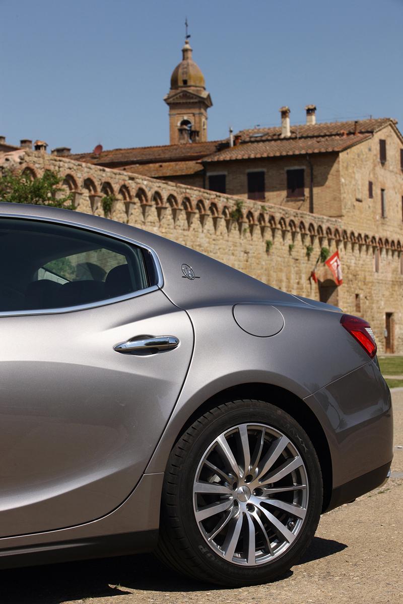 Foto Detalles Maserati Ghibli Sedan 2013