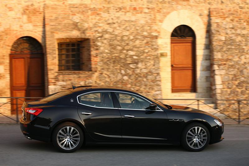 Foto Lateral Maserati Ghibli Sedan 2013