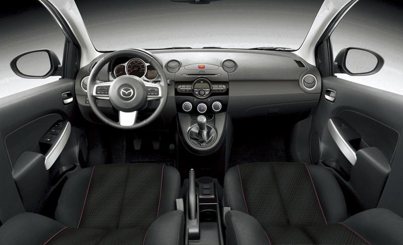 Foto Interiores Mazda 2 Dos Volumenes 2010