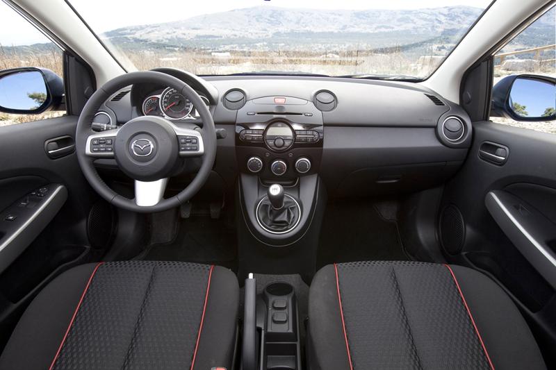 Foto Salipcadero Mazda 2 Dos Volumenes 2010