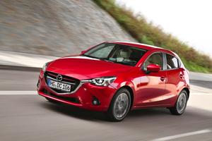 Foto Delantera Mazda 2 Dos Volumenes 2015