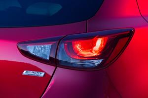 Foto Detalles 2 Mazda 2 Dos Volumenes 2015