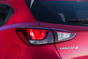Foto Detalles 3 Mazda 2 Dos Volumenes 2015
