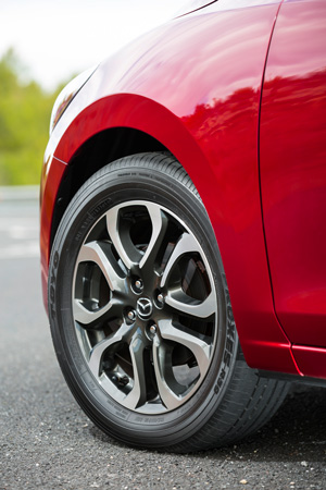 Foto Detalles 6 Mazda 2 Dos Volumenes 2015