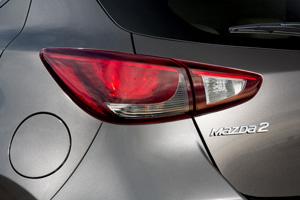 Foto Detalles 8 Mazda 2 Dos Volumenes 2015