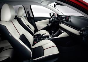 Foto Interiores 1 Mazda 2 Dos Volumenes 2015
