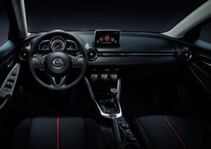 Foto Interiores 5 Mazda 2 Dos Volumenes 2015