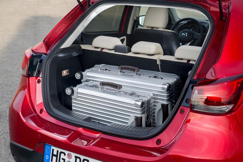 Foto Detalles Mazda 2 Dos Volumenes 2015