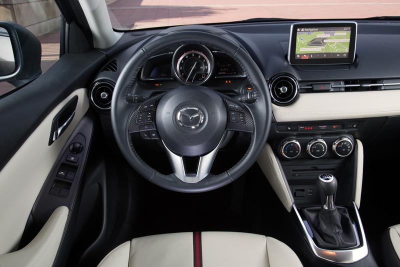 Foto Interiores Mazda 2 Dos Volumenes 2015