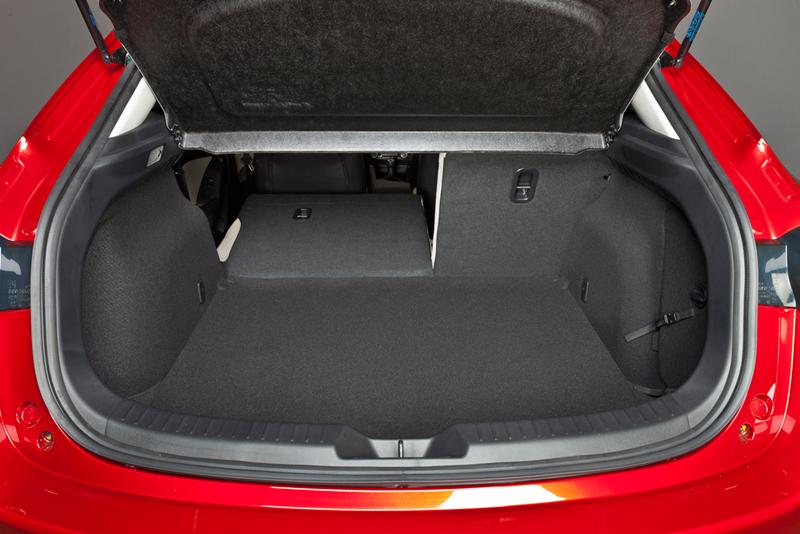 Foto Interiores Mazda 3 Dos Volumenes 2013