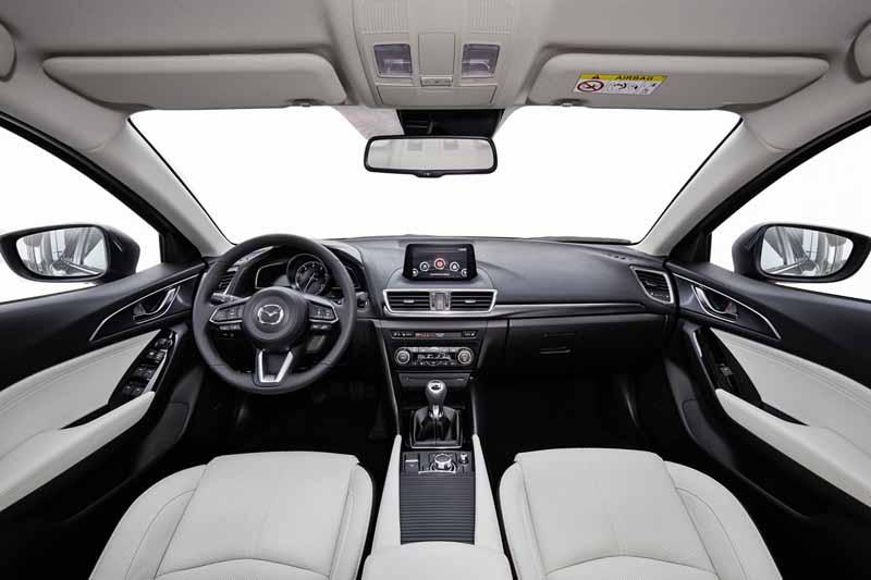 imagen salpicadero Mazda3