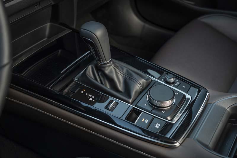 Mazda CX-30, foto consola central