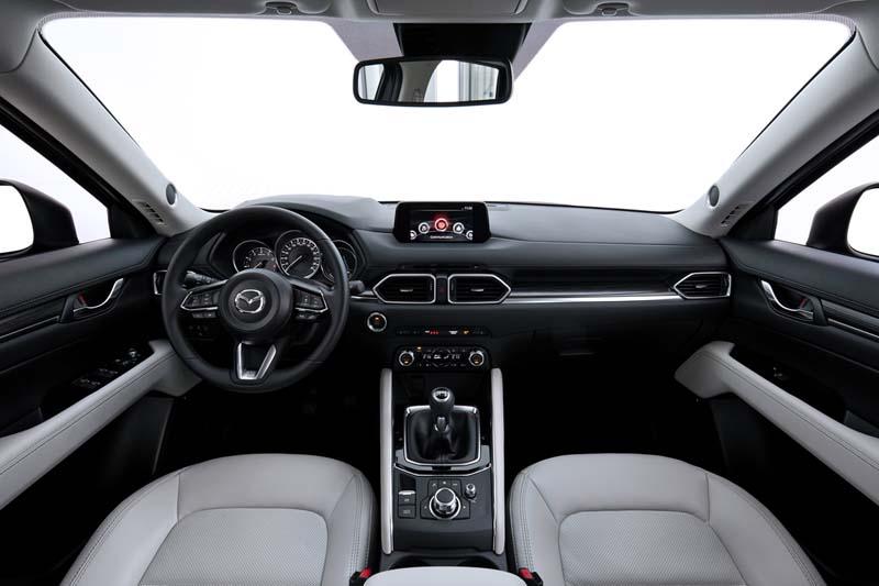 Mazda CX-5 2.0 SKYACTIV 2017, foto salpicadero