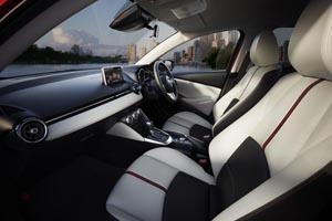 Foto Interior Mazda Mazda2 Dos Volumenes 2014