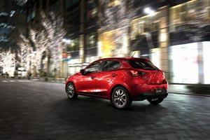Foto Trasera Mazda Mazda2 Dos Volumenes 2014