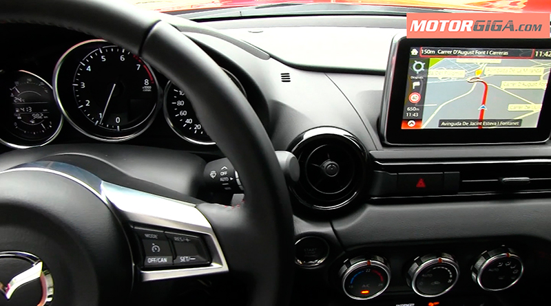 Foto Infotainment Mazda Mx 5 Prueba Descapotable 2016