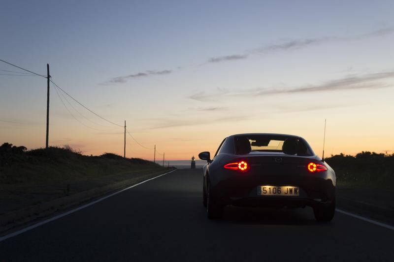 Mazda MX-5 RF carretera faro