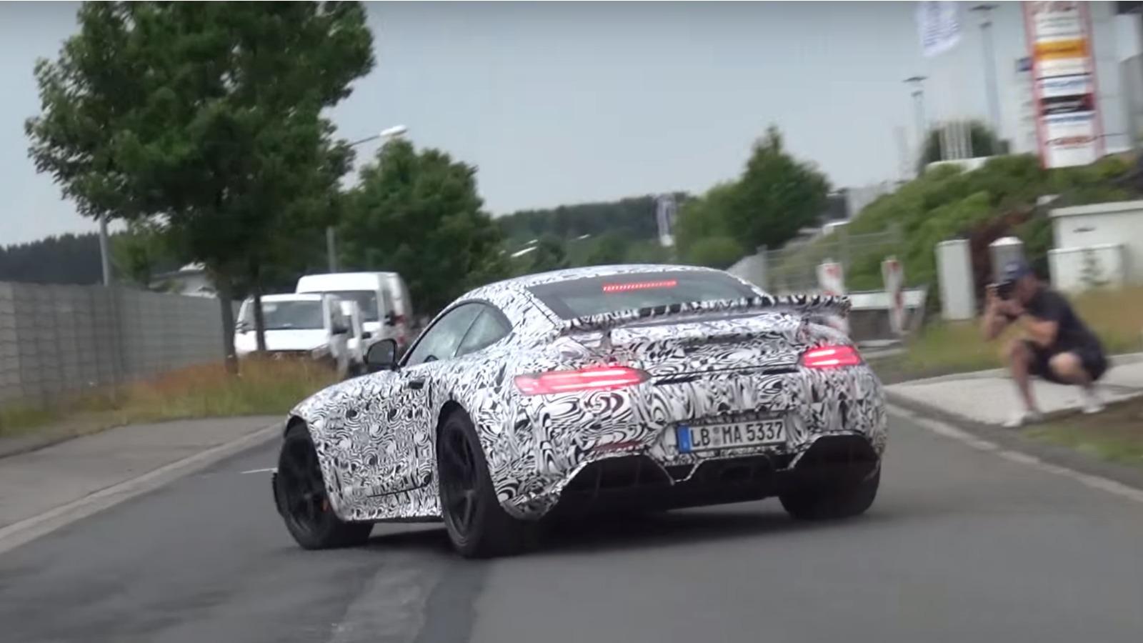 Mercedes-AMG GT R camuflado