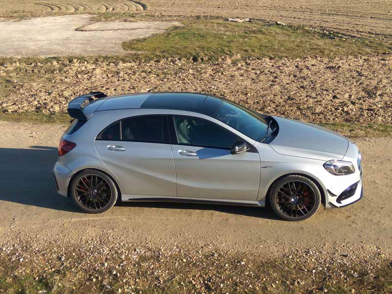 foto lateral mercedes-amg a 45